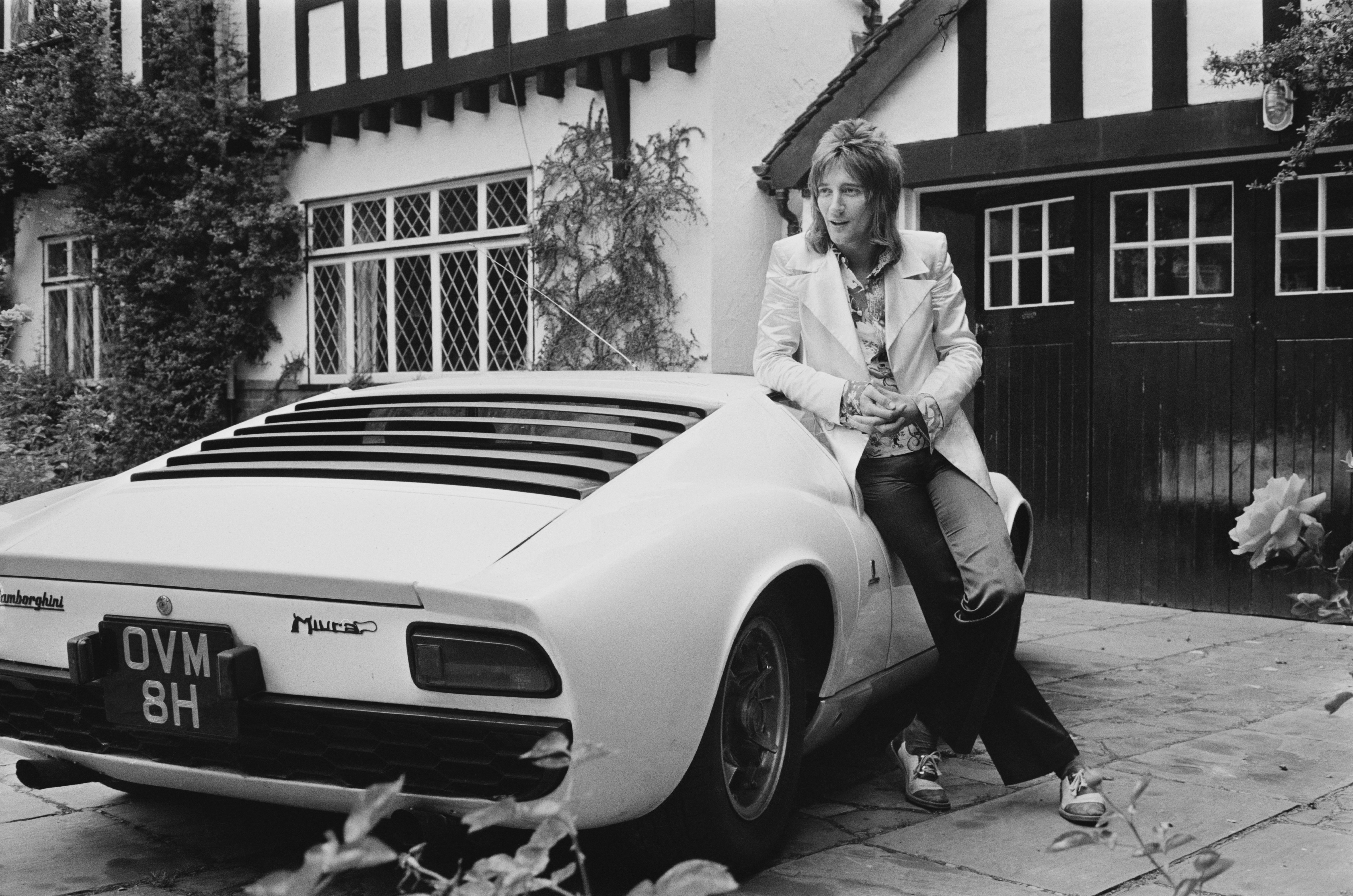 British rock singer Rod Stewart with his Lamborghini Miura, UK, 12th September 1971.  (Photo by Victor Blackman/Express/Hulton Archive/Getty Images)