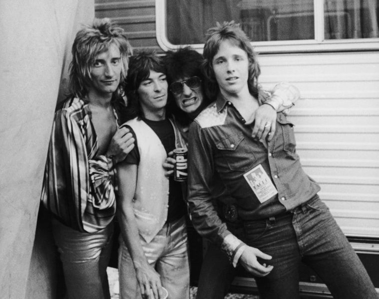 Members of English rock group The Faces pose with photographer Richard Upper(right) at the Earl Warren Showgrounds in Santa Barbara, California, during their American tour, 1973. Left to right: Rod Stewart, Ian McLagan and Ron Wood. (Photo by Keystone Features/Hulton Archive/Getty Images)