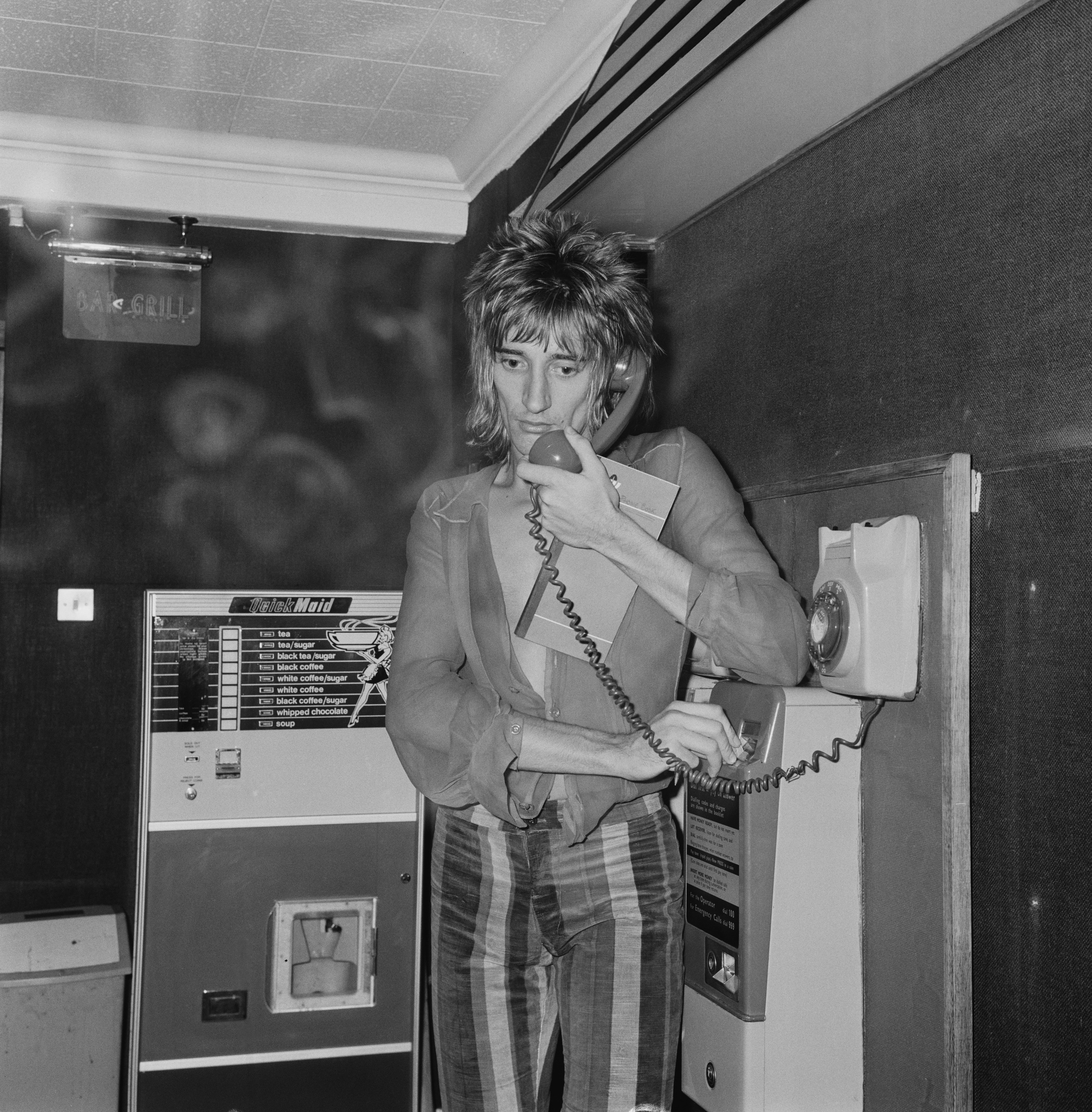 British rock singer and songwriter Rod Stewart pictures while making a phone call, UK, 8th November 1973. (Photo by Pierre Manevy/Daily Express/Hulton Archive/Getty Images)